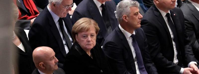 Merkel bei Trauerfeier - Foto: Bundeskanzlerin Merkel saß bei der Trauerfeier vor Prinz Charles. Die Kanzlerin war nach den Worten von Regierungssprecher Steffen Seibert zu der Feier gereist, um dem amerikanischen Volk die deutsche Anteilnahme am Tod dieses Präsidenten auszudrücken. Fo