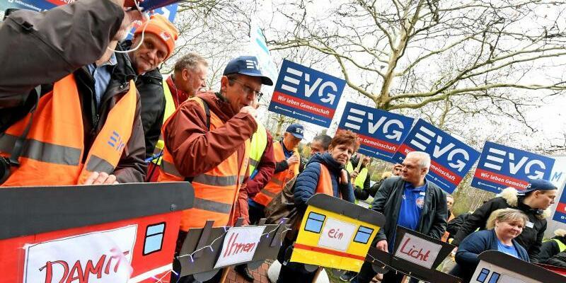 Kundgebung - Foto: Holger Hollemann