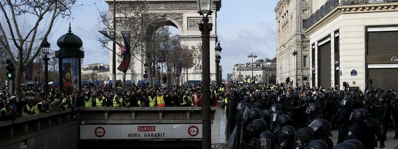 Champs-Élysées - Foto: Rafael Yaghobzadeh/AP
