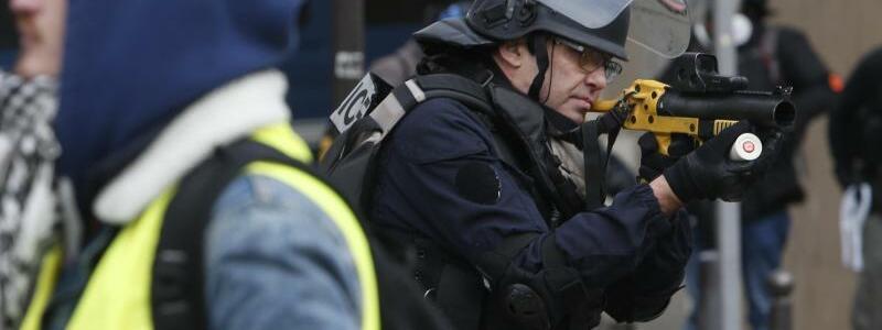 Proteste in Paris - Foto: Rafael Yaghobzadeh/AP
