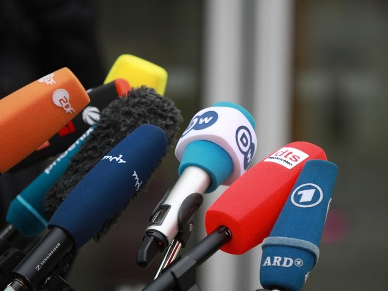 Mikrofone von Journalisten - Foto: über dts Nachrichtenagentur