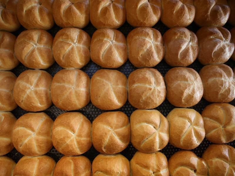 Brötchen beim Bäcker - Foto: Karl-Josef Hildenbrand