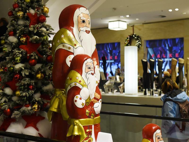 Weihnachtsdekoration im Kaufhaus - Foto: Jens Kalaene