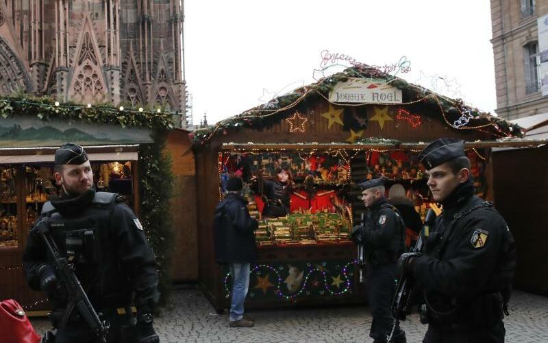 Weihnachtsmarkt wiedereröffnet - Foto: Christophe Ena/AP