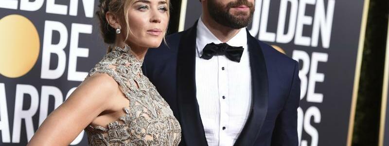 Golden Globes - Krasinski & Blunt - Foto: Dem Power-Couple Emily Blunt und John Krasinski gelang mit dem Horrorfilm «A Quiet Place» ein Überraschungserfolg. Foto:Jordan Strauss/Invision/AP