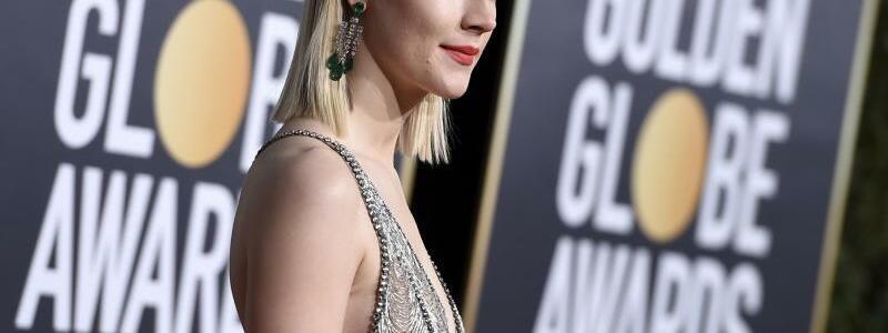 Golden Globes - Saoirse Ronan - Foto: Saoirse Ronan gewann im letzten Jahr für «Lady Bird» einen Golden Globe. In diesem Jahr ist sie als Präsentatorin mit dabei. Foto:Jordan Strauss/Invision/AP