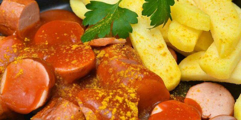 Currywurst mit Pommes frites - Foto: Patrick Pleul