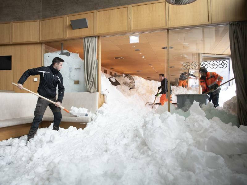 Schnee-Restaurant - Foto: Gian Ehrenzeller/Keystone via AP