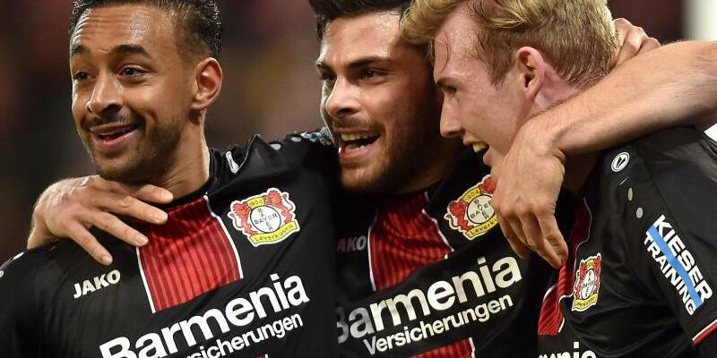 FSV Mainz 05 - Bayer Leverkusen - Foto: Leverkusens Karim Bellarabi (l-r), Kevin Volland und Julian Brandt jubeln nach dem Treffer zum 3:1 gegen Mainz durch Brandt. Foto:Torsten Silz