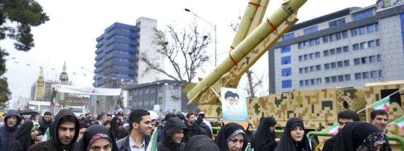 Raketen - Foto: Ebrahim Noroozi/AP