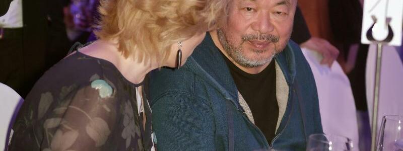 Ai Weiwei + Julia Klöckner - Foto: Britta Pedersen