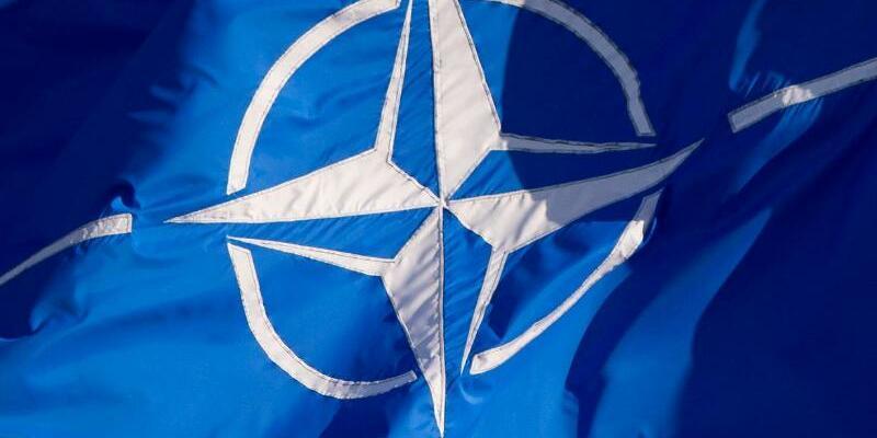 Nato-Fahne - Foto: Daniel Naupold