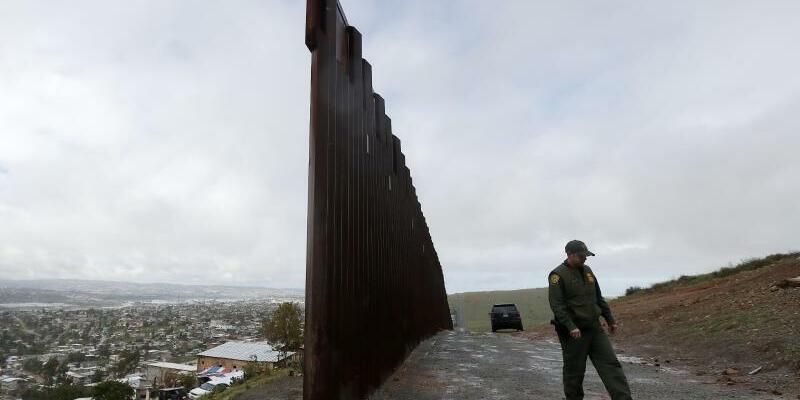 Grenzmauer - Foto: Gregory Bull/AP