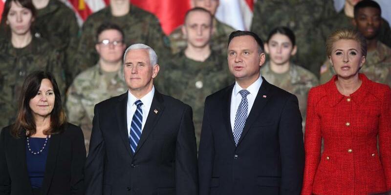 Mike Pence in Warschau - Foto: Radek Pietruszka/PAP