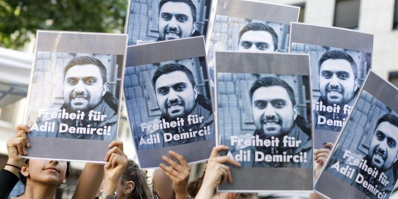 Demonstration für Adil Demirci - Foto: Christoph Hardt/Geisler-Fotopress