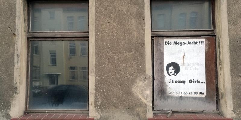 Plakate an leerstehendem Haus in Köthen (Anhalt) - Foto: über dts Nachrichtenagentur