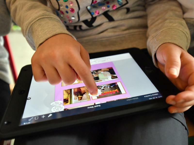 Schüler mit Tablet-Computer - Foto: Martin Schutt/Illustration