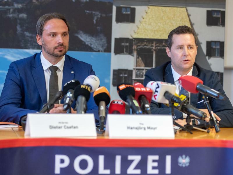 Pk der Polizei in Innsbruck nach Doping-Razzia - Foto: Expa/Johann Groder/APA
