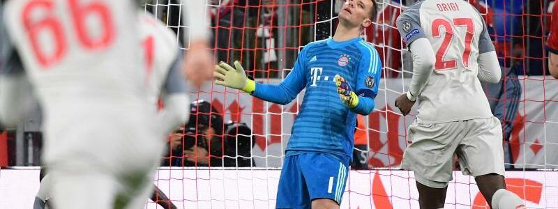 Endstand - Foto: Münchens Torwart Manuel Neuer (M) hadert mit dem dritten Treffer für den FC Liverpool.Foto:Peter Kneffel