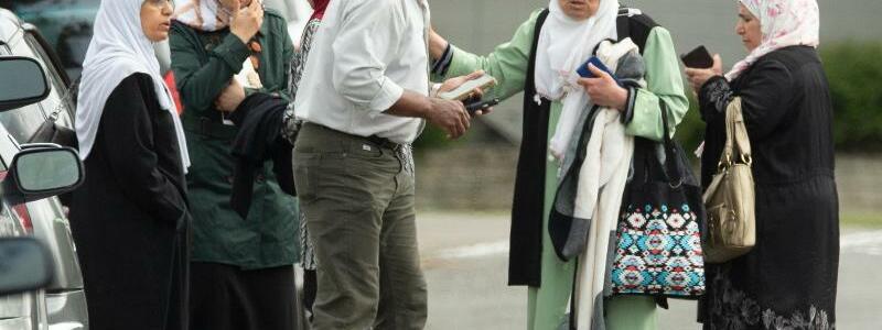 Gläubige vor der Masjid Al Noor Moschee - Foto: Martin Hunter/SNPA