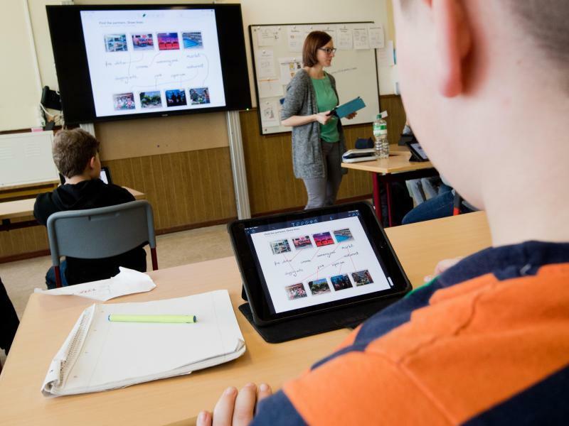 Digitale Schule - Foto: Julian Stratenschulte