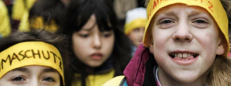 «Fridays for Future» in Berlin - Foto: Protest in Berlin:Unter dem Motto #FridaysForFuture standen weltweit etwa 1700 Kundgebungen in rund 100 Ländern auf dem Programm. Foto:Carsten Koall