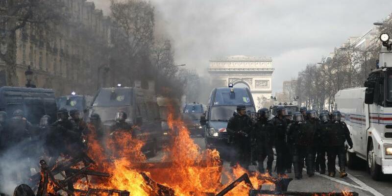 Champs-Élysées - Foto: Christophe Ena/AP
