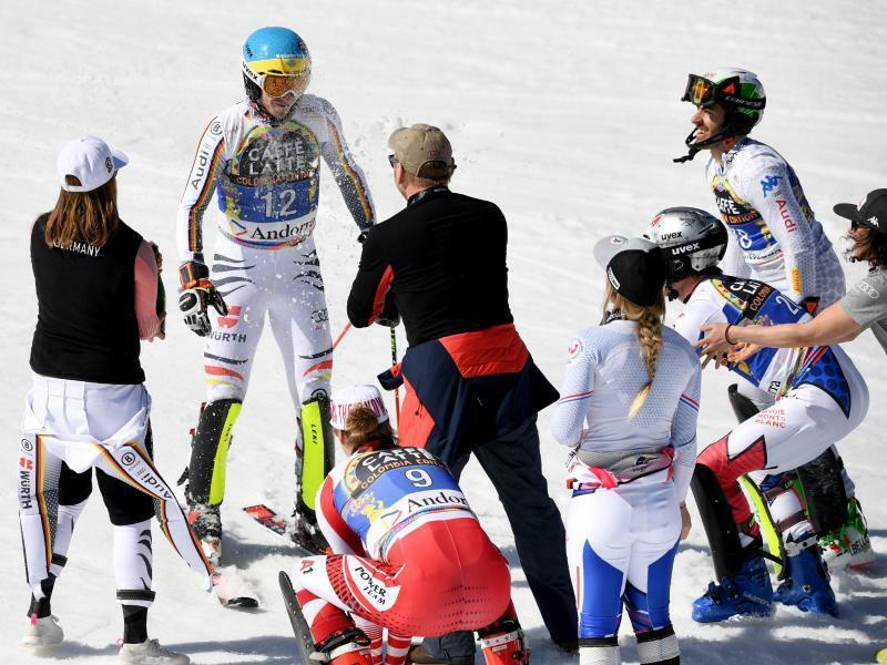 Karriereende - Foto: Felix Neureuther (2.v.l) wird nach seinem letzen Lauf verabschiedet. Foto:Helmut Fohringer/APA
