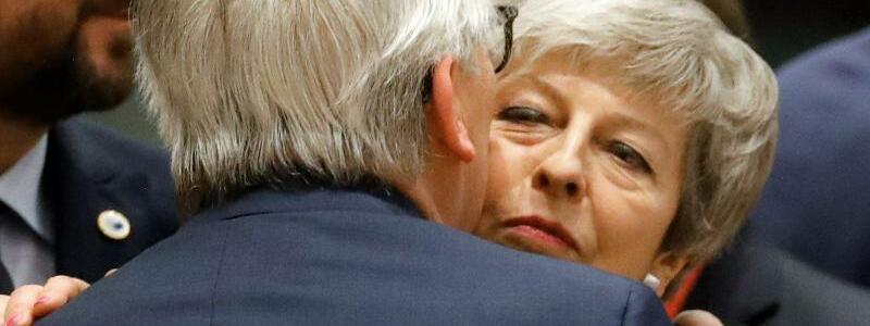 May und Juncker - Foto: Frank Augstein/AP