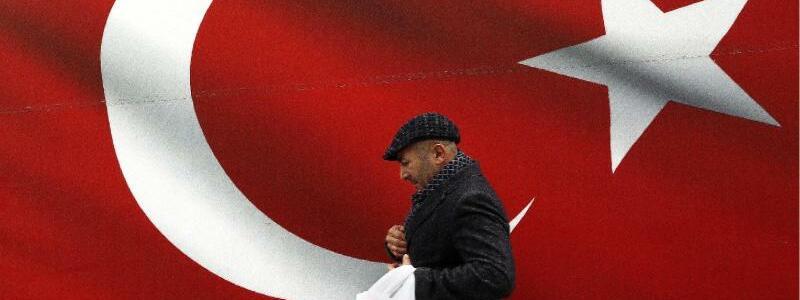 Flagge - Foto: Ali Unal/AP