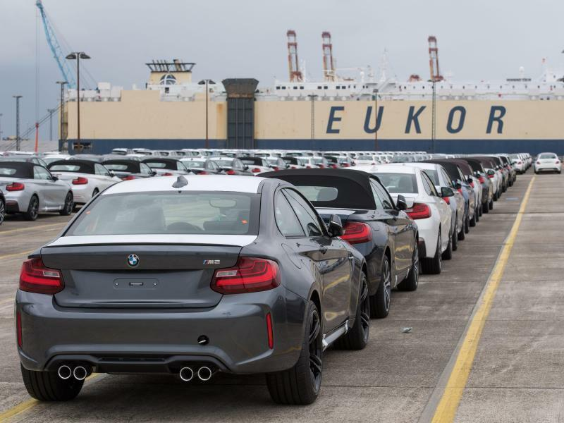 Autoterminal in Bremerhaven - Foto: In China, wo der BMW-Konzern ein Viertel seiner Autos verkauft, stieg die Nachfrage im März um 12,5 Prozent. Foto:Ingo Wagner
