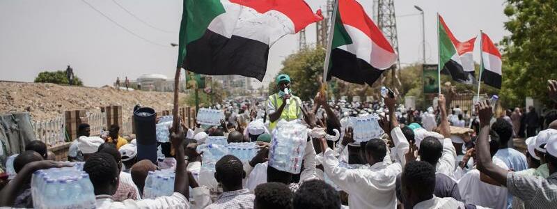 Demonstranten - Foto: Ala Kheir