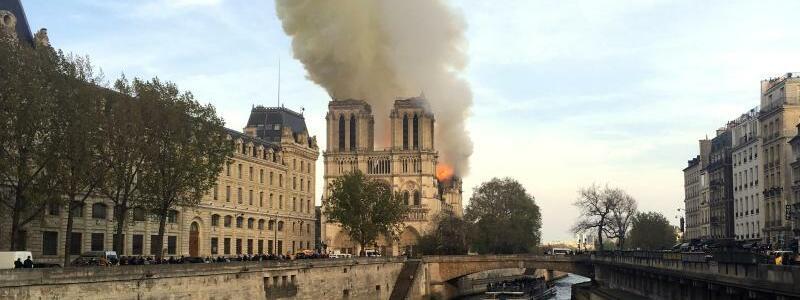 Notre-Dame steht in Flammen - Foto: Lori Hinant/AP