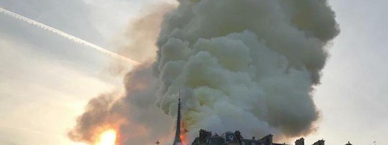 Riesige Rauchsäule - Foto: Juan Cristobal Cruz Revueltas