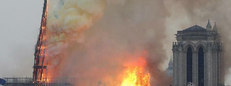 Notre-Dame brennt - Foto: Thibault Camus/AP