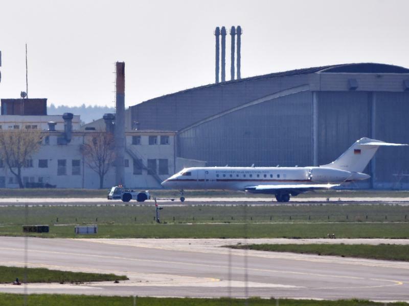 Jet der Flugbereitschaft in Schönefeld - Foto: Paul Zinken