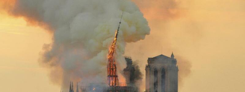 Brand von Notre-Dame - Foto: Thierry Mallet/AP