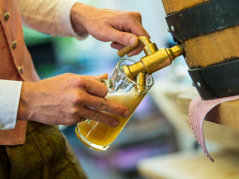 Alkoholkonsum - Foto: Lino Mirgeler