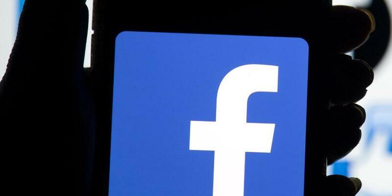 Facebook -Nutzerdaten - Foto: Das Facebook-Logo auf dem Bildschirm eines Smartphones. Foto:Dominic Lipinski
