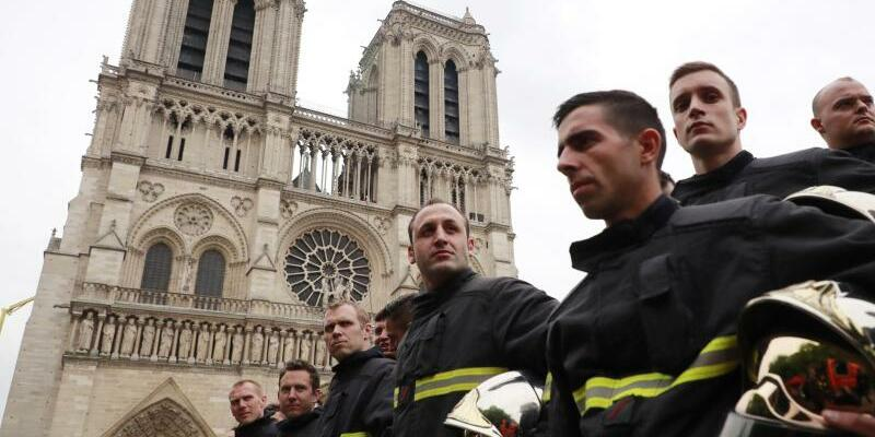 Vor Notre-Dame - Foto: Christophe Petit Tesson/EPA POOL/AP