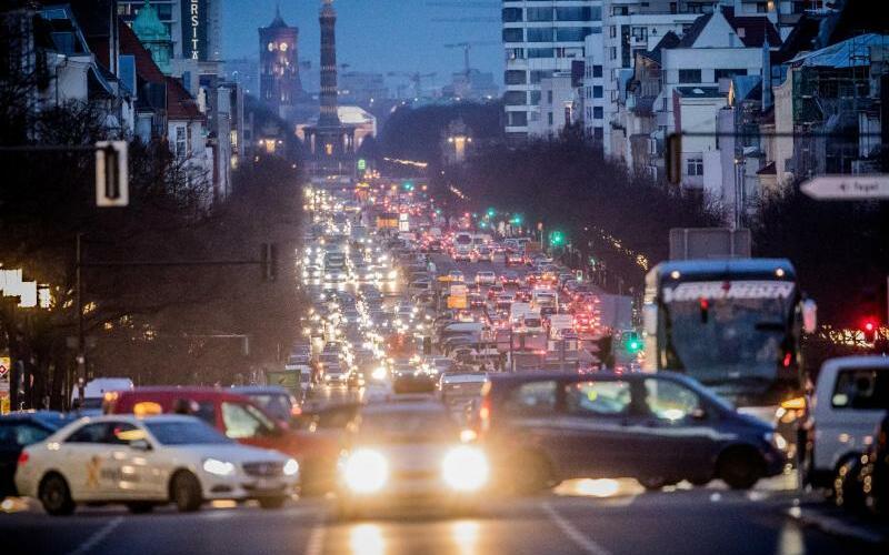 Straßenverkehr - Foto: Michael Kappeler