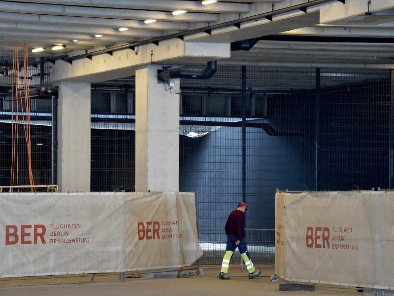 Flughafen BER - Foto: Bernd Settnik