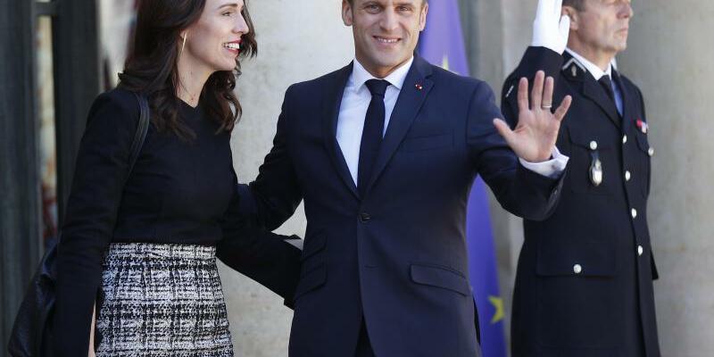 Jacinda Ardern und Emmanuel Macron - Foto: Francois Mori/AP