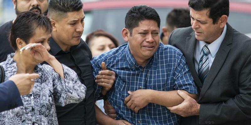 Angehörige des Opfers - Foto: Ashlee Rezin/Chicago Sun-Times