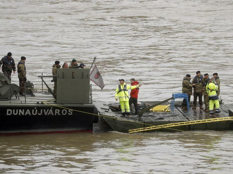 Schiffsunglück auf der Donau - Foto: Laszlo Balogh/AP