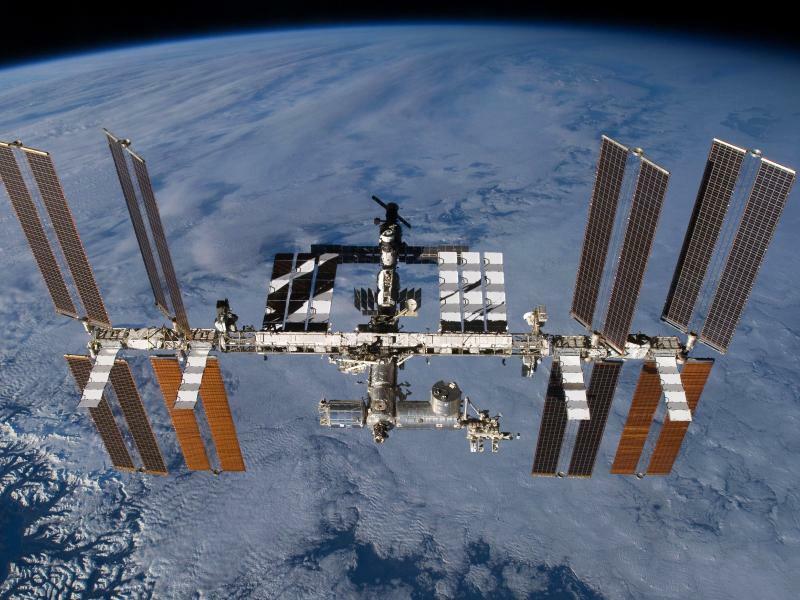 Internationale Raumstation ISS - Foto: Die Internationale Raumstation (ISS) mit dem angedockten europäischen Wissenschaftslabor Columbus. Foto:Nasa/AP