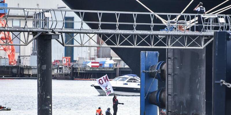 Kreuzfahrtschiff blockiert - Foto: Thomas Eisenkrätzer