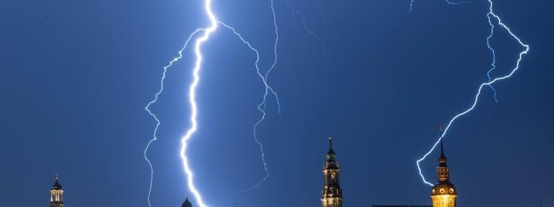 Blitze über Dresden - Foto: Robert Michael