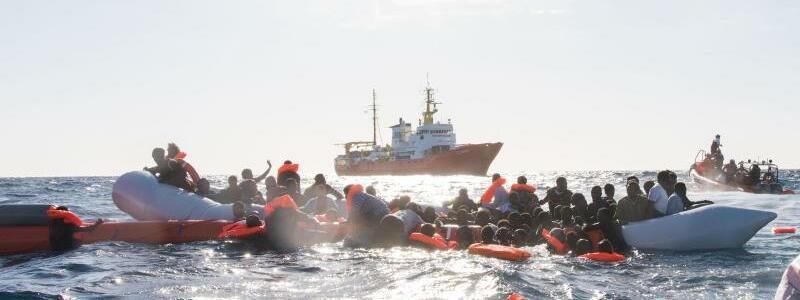 In Seenot - Foto: Laurin Schmid/SOS Méditerranée