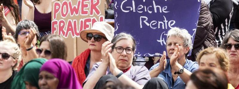 Streik für mehr Gleichberechtigung - Foto: Alexandra Wey/Keystone